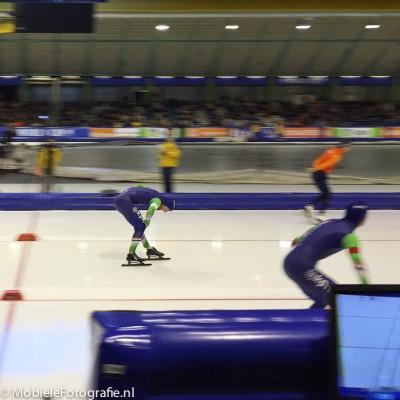 Foto van schaatswedstrijd gemaakt met iPhone6 - meetrekken voor een scherp onderwerp.