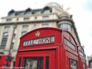 iPhone6 foto van telefooncel in Londen. Het gebouw erachter is vervaagd in AfterFocus.