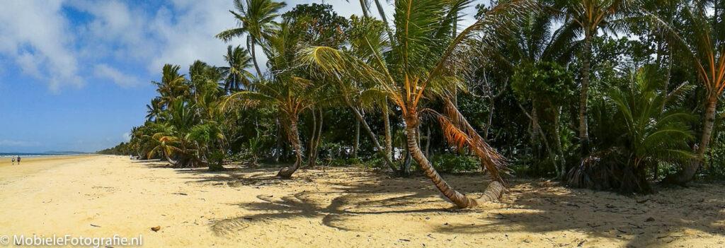 Een panoramafoto van een tropisch strand. [Samsung Galaxy Trend]