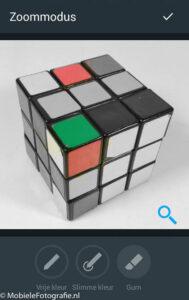 Nauwkeurig inkleuren met de zoom knop (vergrootglas) in de Android-versie van Aviary.