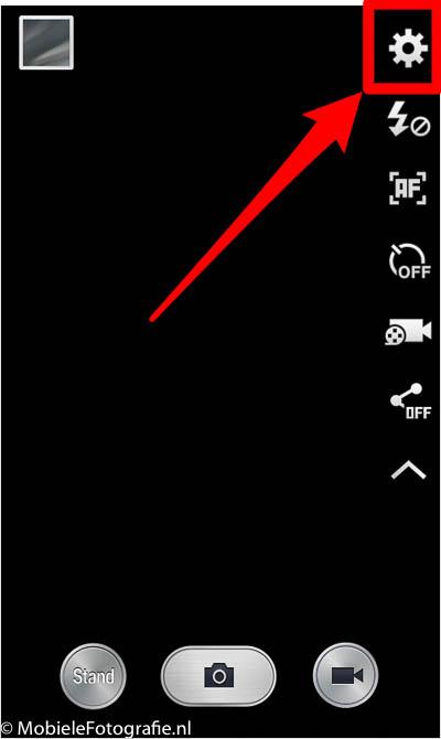 Android telefoon (Samsung): tandwieltje in de uitgevouwen camera-instellingen in de camera app.
