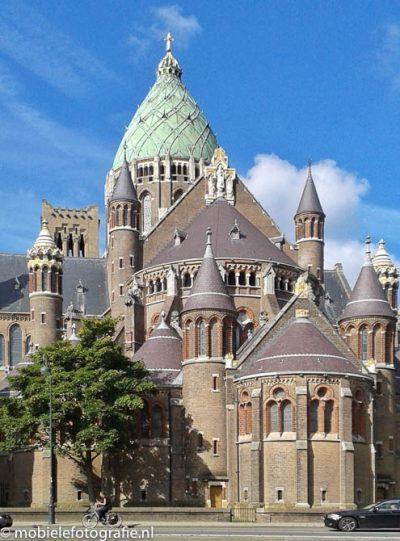 De Haarlemse St. Bavo kathedraal na bewerking met Snapseed's Perspectief-tool. [Samsung Galaxy Trend]