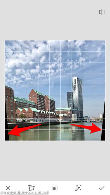 Snapseed Perspectief: de randen die ontstaan bij het verticale draaien van de foto.