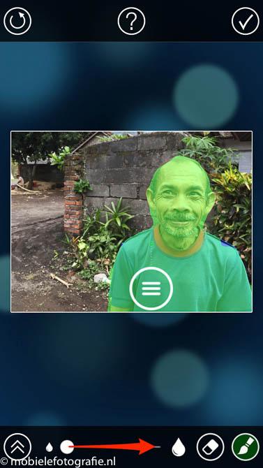 Gebruik het schuifje om de bewerkingscirkel te vergroten in de fabfocus app (mobielefotografie.nl)