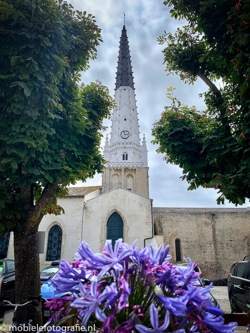 Omlijsting van de kerktoren van Ars-en-Re op Ile de Re, Frankrijk