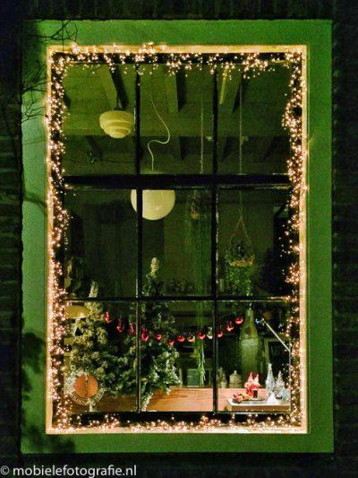 Verlichte Kerst-etalage in Nijmegen